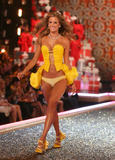 th_06982_fashiongallery_VSShow08_Show-108_122_1015lo.jpg