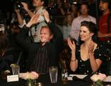 Cobie Smulders The Cast Of How I Met Your Mother Karaoke Event 11.14.06 Foto 106 (Коби Смолдерс Актеры, как я Met Your Mother Караоке события 11.14.06 Фото 106)