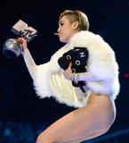 Miley Cyrus MTV Europe Music Awards 10.11.2013 (x31) Th_40967__zibeno7_celebsforum.forumpl.net_24_122_189lo