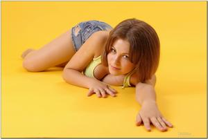 http://img21.imagevenue.com/loc242/th_727910552_tduid300163_sandrinya_model_denimmini_teenmodeling_tv_090_122_242lo.jpg