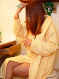 http://img21.imagevenue.com/loc33/th_b3594_bathrobe_004.jpg