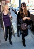 th_79390_celebrity-paradise.com-The_Elder-Brittny_Gastineau_2010-02-03_-_shopping_in_Beverly_Hills_122_436lo.jpg