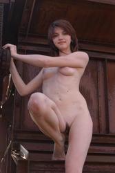 http://img21.imagevenue.com/loc458/th_884298357_MetArt_PRESENTING_ANNA_ANNA_H_by_BABENKO_medium_0066_123_458lo.jpg