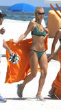 http://img21.imagevenue.com/loc491/th_41314_ParisHilton_Beach28_123_491lo.jpg