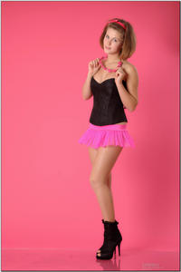 http://img21.imagevenue.com/loc514/th_254341290_tduid300163_sandrinya_model_pinkmini_teenmodeling_tv_005_122_514lo.jpg