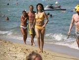 Penelope Cruz Nice pair of tits on the chickee behind her! Foto 181 (Пенелопа Круз Nice пару сиськи на chickee за нее! Фото 181)