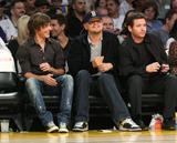 http://img21.imagevenue.com/loc689/th_75840_Zac_at_Lakers_Nov_21_2008-08_122_689lo.jpg